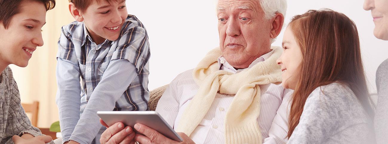 importancia2-de-la-familia-en-la-tercera-edad-sordera-GA-GA